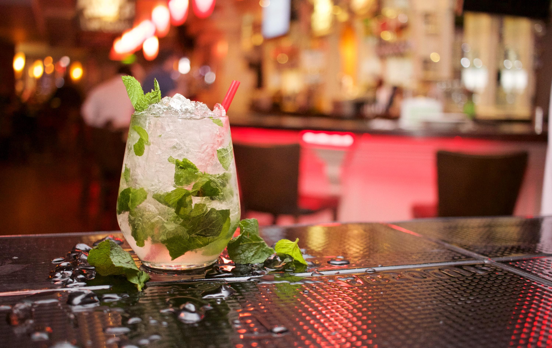 Uitgaan Arnhem drankje cocktail mojito